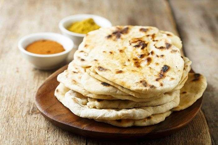 Ghee é um tipo de manteiga clarificada usada no pão Naan