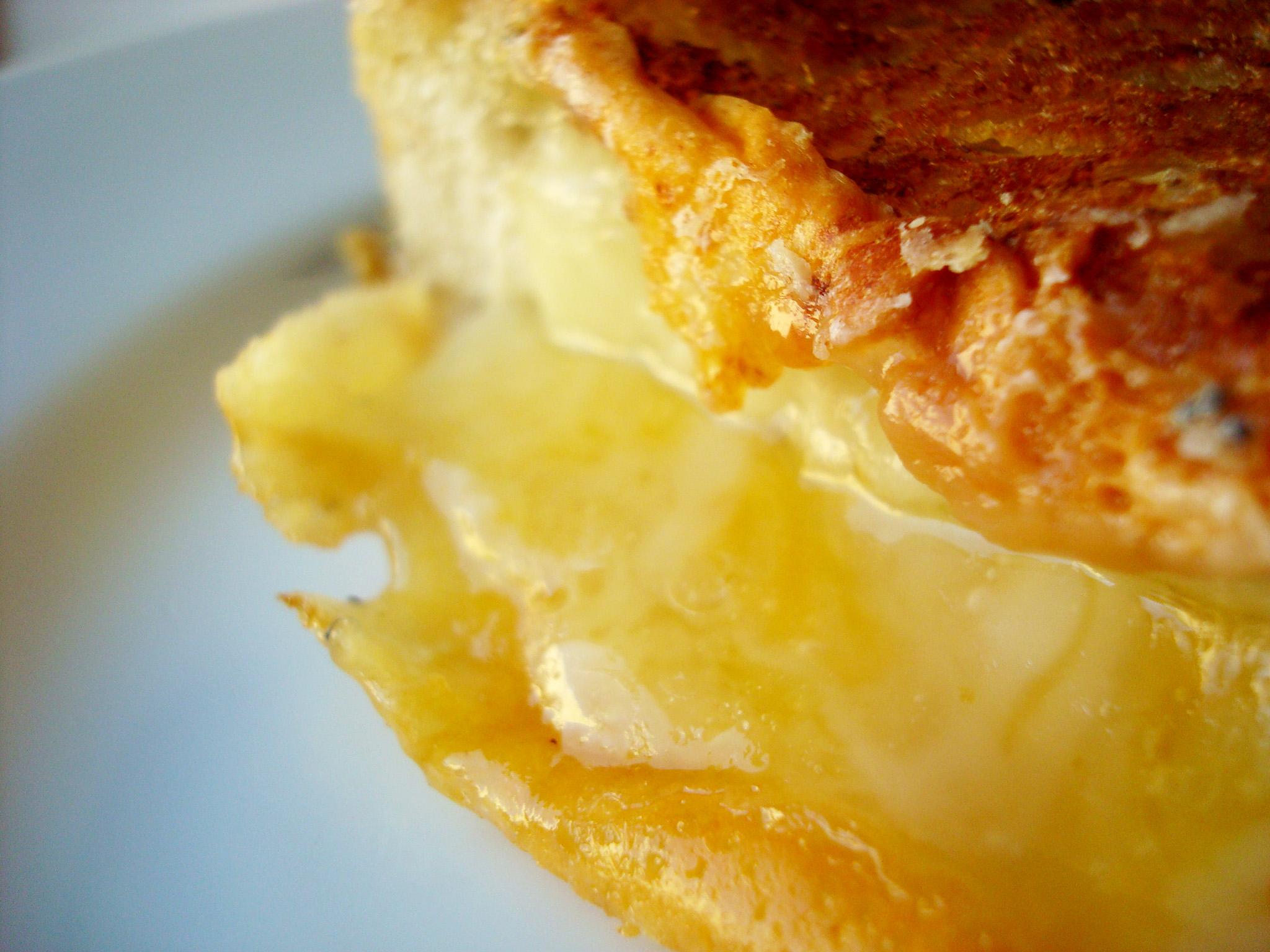 Sanduiche grelhado de queijo