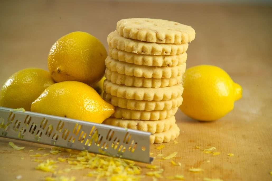 raspas de limao e biscoitos