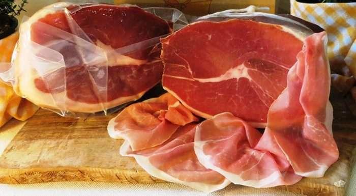 Presunto de Parma fatiado