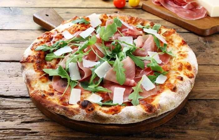 pizza com presunto de parma