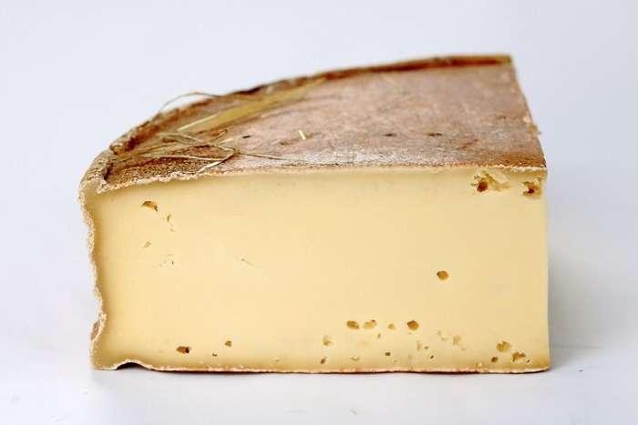 Queijo Vacherin Fribourgeois é utilizado na receitasuíça de fondue moitié-moité