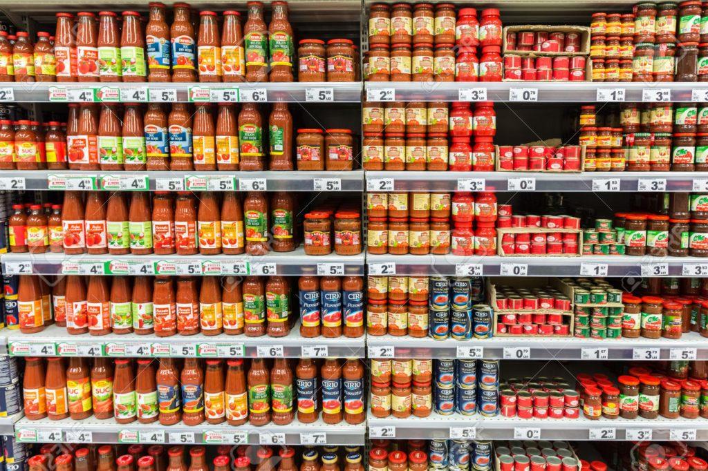 Molho de tomate com tomate em lata