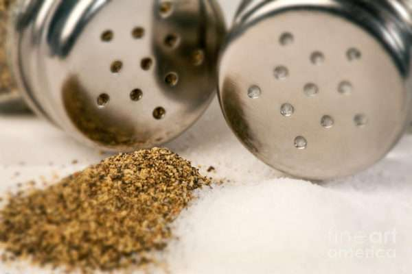 Sal e pimenta preta