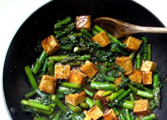 stir fry de aspargos e tofu