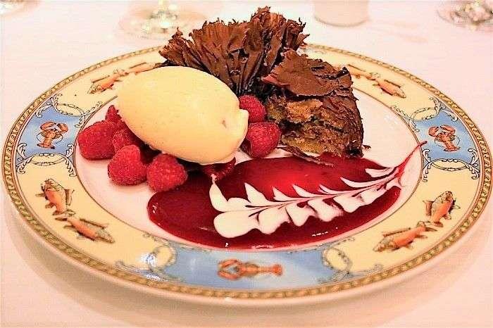 Paul-Bocuse-sobremesa-com-coulis-de-framboesa