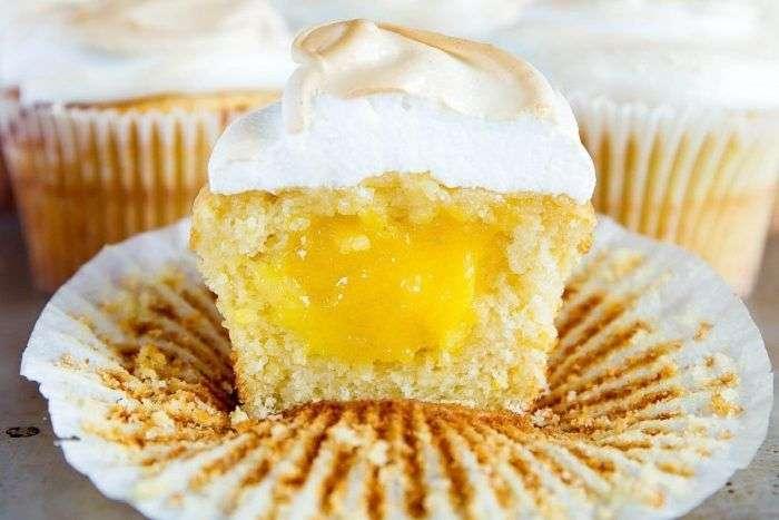 Cupcake recheado com lemon curd