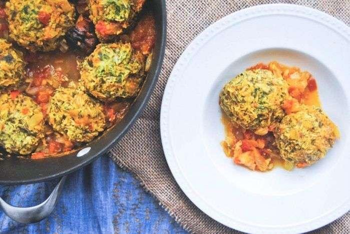 Gondi é um bolinho iraniano preparado com carne e farinha de grão-de-bico