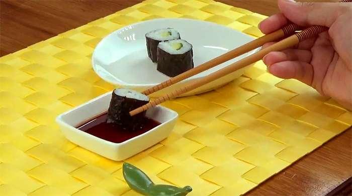 como comer o hosomaki