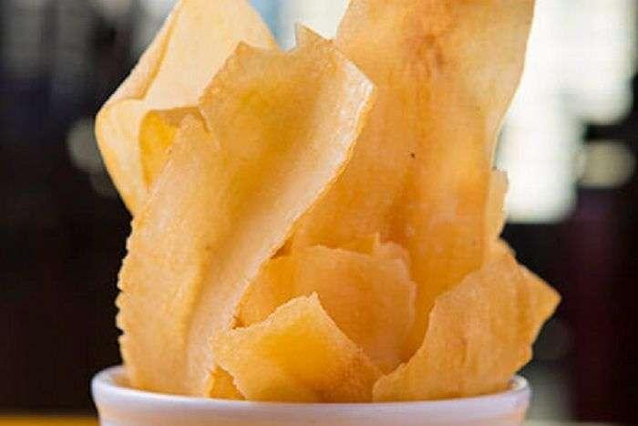 Chips de mandioca aipim macaxeira