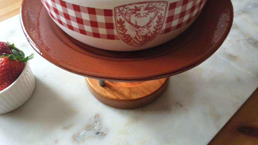 coloque um prato entre o recipiente e a chama