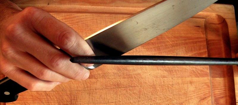 Como afiar facas com a chaira